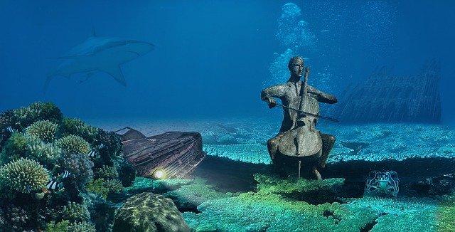 Fondo marino con estatua