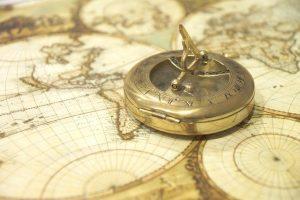 Brújula y cartas náuticas